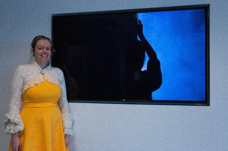 Emily bij Rothko in De Nieuwe Bibliotheek Almere-Stad