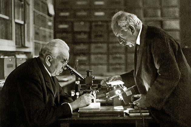 Gebroeders Lumière aan het werk in hun atelier