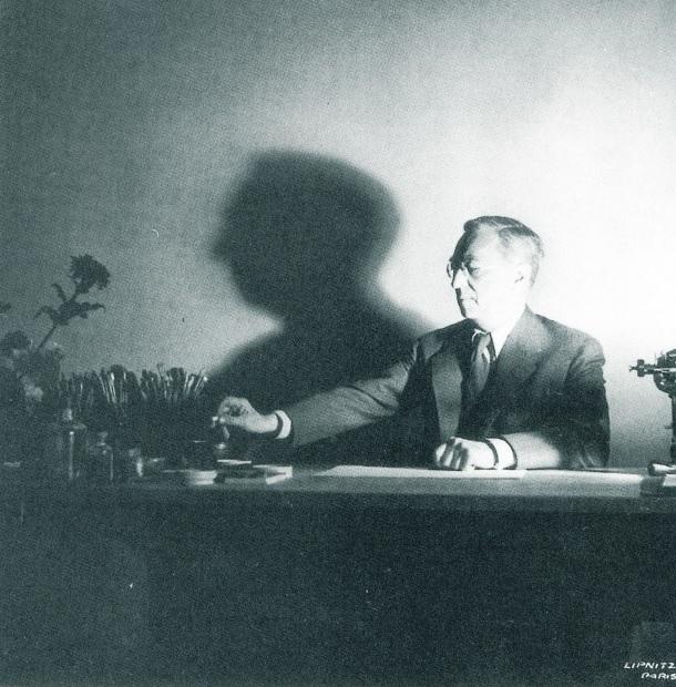 Wassily Kandinsky in zijn atelier in Frankrijk, 1937